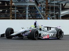 Tony Kanaan leads during the Indianpolis 500.