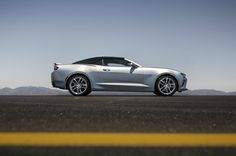Le nouveau cabriolet Chevrolet Camaro a une capote en toile