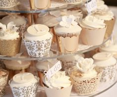 Gold+Ivory+and+White+Wedding+Cupcakes