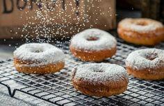 Ντόνατς αφράτα σοκολάτας με επικάλυψη ζάχαρη άχνη!