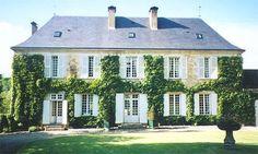 #ivy #house #maison Un maison de francais! I love love love this house! The ivy on the house reminds me of a fairytale house!