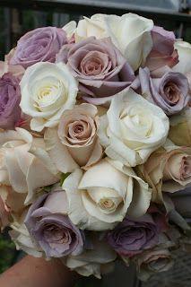 Iben Riis: Brudebuket med pudderfarvede roser ....