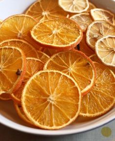 Dry Citrus Fruit Simple step by step on how to dry citrus fruit for Christmas Decorations, potpourri or other uses.Simple step by step on how to dry citrus fruit for Christmas Decorations, potpourri or other uses. Homemade Christmas Decorations, Fruit Decorations, Autumn Decorations, Victorian Christmas Decorations, Homemade Christmas Tree Decorations, Christmas Tree Decorations To Make, Old Fashioned Christmas Decorations, Victorian Crafts, Diy Christmas Decorations For Home