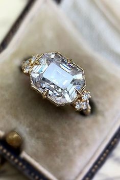 24 Sophisticated Vintage Engagement Rings To Prove Your Love ❤ Vintage engagement rings are perfect for stylish brides who want something truly unique and classy. We chose the best vintage engagement rings by popular jewelers. Tiffany Jewelry, Vintage Diamond Rings, Vintage Rings, Jewelry Gifts, Fine Jewelry, Jewelry Accessories, Vintage Engagement Rings, Designer Engagement Rings, Diamond Engagement Rings