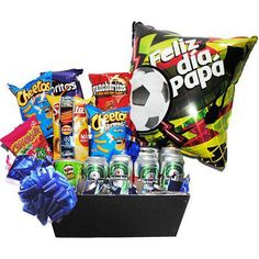 Arreglo con Cervezas, Papas y Globo Corporate Gift Baskets, Corporate Gifts, Easy Diy Candy, Balloon Decorations Party, Candy Bouquet, Belle Epoque, Creative Gifts, Balloons, Valentines