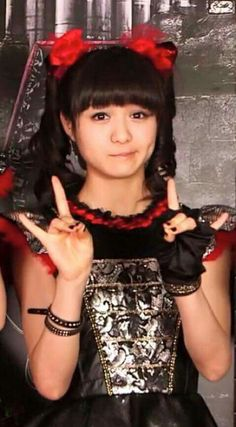 Moa-chan is so adorkable on this picture