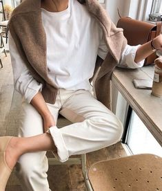 Casual Outfit Ideas For Stylish Chicks! You would like to forge a stylish and cool style at the same time. A casual chic woman outfit that will get you out Daily Fashion, Fashion Mode, Look Fashion, Winter Fashion, Fasion, Fashion Fashion, Looks Street Style, Looks Style, My Style