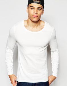 Muskelshirt T-Shirt von ASOS elastischer Jersey U-Ausschnitt eng geschnittene Ärmel sitzt eng am Körper enge Passform Maschinenwäsche 96% Baumwolle 4% Elastan Model trägt Größe M und ist 188 cm/6 Fuß 2 Zoll groß