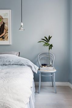 """""""A bedroom is supposed to be relaxing and breathable,"""" Shannon Wollack and Brittany Zwicklof Studio Life.Styletell us. """"We suggest eliminating unnecessary items and making sure the furniture..."""