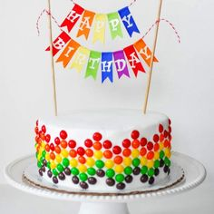 10 DIY Birthday Cake Ideas with recipes & how to. Another rainbow cake decorating idea. Birthday Cake Decorating, Cool Birthday Cakes, Birthday Bunting, Diy Birthday Cake Decorations, Birthday Cake Ideas For Adults Men, Happy Birthday Cakes For Women, Birthday Streamers, Birthday Ideas, Candy Decorations