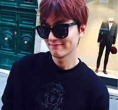 Lee Min Ho posts adorable new photos of himself vacationing in Rome