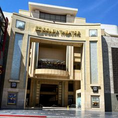 A rare quiet moment in front of the home of The Academy Awards, The Dolby Theatre, on the walk of fame. Quiet Moments, Hollywood California, Academy Awards, Theatre, Tours, In This Moment, Mansions, House Styles, Home