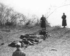 the arrow cross party | Arrow Cross Party members execute Jews along the banks of the Danube ...