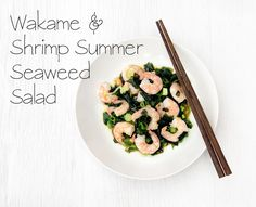 Simple & clean summer salad - Wakame & Shrimp Seaweed Salad Source of magnesium, iodine and protein Wakame Seaweed, Seaweed Salad, Healthy Summer, Summer Salads, High Protein Salads, Prawn Shrimp, Health And Fitness Tips, Breakfast Recipes, Low Carb