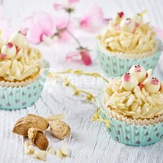 Mandlové cupcakes s kuřátky recept - Vareni. Open Kitchen, Biscuits, Pudding, Cooking, Desserts, Hairstyle Ideas, Food Ideas, Nests, White Chocolate