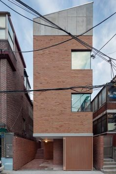 This cute house is standing in middle of old house town in Seoul, south Korea. Despite the house contains highly compressive function, we tried not. Brick Architecture, Minimalist Architecture, Interior Architecture, Compact House, Casas Containers, Narrow House, Tower House, Small Buildings, Facade House