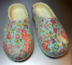 """Тапки валяные женские """"Цветочный узор"""" - обувь ручной работы,обувь для дома"""