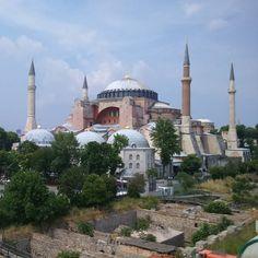Ich bin seit ein paar Tagen in #Istanbul  Im http://ift.tt/1Q9bvfY gibt es dazu bald neue Blogbeiträge.  Der Juni wird #IstanbulMonat!  Ich wollte schon lange mehr über die Stadt schreiben. ( Foto: #HagiaSophia von der Dachterrasse des Seven Hills Restaurant)  #istanbulturkey #ayasofya #Türkei #tuerkei #Türkeiurlaub #turkeyhome #Türkei2016 #Städtereise #städtereisen #Fotodestages #Reise #Reisen #Urlaub #urlaub2016 #Fernweh #Erholung #Entspannung #instareise #InstaUrlaub #Reisefieber…