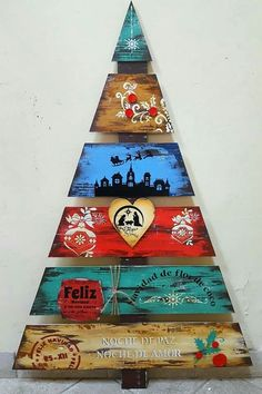 Colorful Pallet Christmas Tree Pallet Christmas Tree, Christmas Wood Crafts, Diy Christmas Ornaments, Rustic Christmas, Christmas Art, Christmas Projects, Vintage Christmas, Christmas Decorations, Xmas Trees
