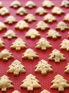 The Café Sucré Farine: Cheddar Poppy Seed Crackers