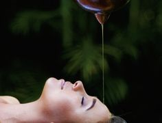 Health Benefits of Shirodhara - Ancient Ayurvedic Therapy Ayurvedic Therapy, Meridian Massage, Acupuncture Benefits, Ayurvedic Medicine, Naturopathy, Acupressure, Homeopathy, Alternative Medicine, Ayurveda