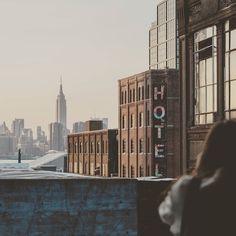 Williamsburg New York United States . Photo by thoughtcatalog.com . #newyork #williamsburg #city #architecture #buildings #architecturelovers #panorama #travelgram #alavaca #vacationalrental #travelphotography #beautiful #archilovers #travel #viajar #architektur #architettura #cool #urban #photography #photooftheday #urbanarchitecture #architecturephotography #urban_architecture #urbansights www.alavaca.com #viajar #alavaca #travel #inspiration #vacations #vacaciones #alquiler…