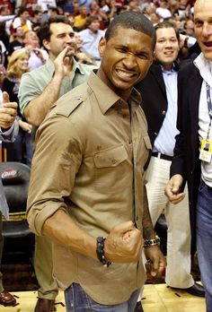 Recording artist Usher celebrates after the Cleveland Cavaliers defeat the Orlando Magic in Game Two of the Eastern Conference Finals during the 2009 Playoffs at Quicken Loans Arena on May 2009 in Cleveland, Ohio. Show Video, Video Clip, Quicken Loans Arena, Usher Raymond, New Girlfriend, Orlando Magic, Sports Games, Read News, Rey