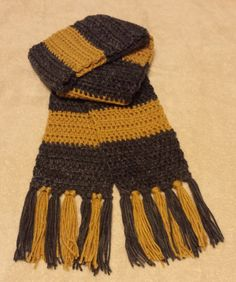 I went to see Fantastic Beasts and Where to Find Them  this week and had to make a crochet version of Newt Scamander's scarf!   I decided t...