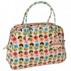 Pretty, practical and perfect for on the go! This weekend bag in our bestselling Mid Century Poppy print has a red cotton inner lining, 2 pouches and a zip compartment to keep you organised as well as stylish.  In stock and available for fast dispatch fro
