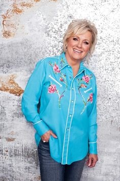 Connie Smith looks fantastic! I need this shirt!