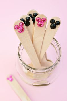 Take some wooden utensils, add some press-on rhinestones, and what have you got? Only the cutest Minnie and Mickey spoons ever! 💕 I made these with spoons from and jewels from Minnie Mouse Theme Party, Mickey Mouse Baby Shower, Mickey Party, Mickey Mouse Birthday, Mickey Minnie Mouse, Mouse Parties, Western Party Games, Western Parties, Disney Diy