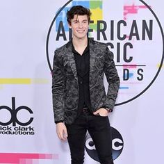 #ShawnMendes wearing print blazer #AMAs #Amas2017#fashionpost#fashionidea#fashionpost#fashionstyle#blogs#instaideas#fashionstyle#fashioninsta#blogs