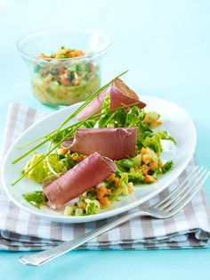 Leckere Eiweiß Rezepte mit viel Protein und wenigen Kohlenhydraten lassen lästige Pfunde purzeln. Denn - Eiweiß unterstützt den Körper beim Abnehmen optimal.