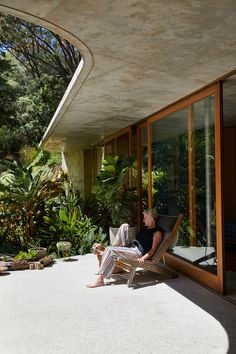 Cabbage Tree House by Peter Stutchbury Architecture - Issue 02 Feature - The Local Project Tropical Architecture, Australian Architecture, Urban Architecture, Australian Homes, Residential Architecture, Contemporary Architecture, Architecture Details, Courtyard Design, Roof Design