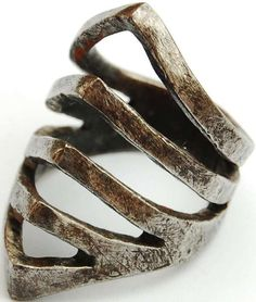 The Ribcage Ring Seems Made for Halloween #Jewelry trendhunter.com