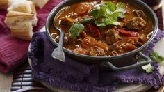 As winter approaches, there's nothing better than a good ol' fashioned curry to warm the whole family up. From a classic Massaman to a spicy Vietnamese beef curry, we've got the perfect recipe for you to sink your teeth into this season. Beef Curry, Vegetarian Curry, Meat Recipes, Asian Recipes, Ethnic Recipes, Spicy Recipes, Quick Curry Recipe, Butter Chicken Curry, Gastronomia