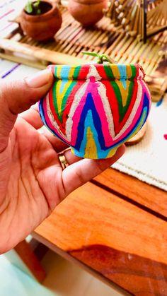 Diy Crafts Hacks, Diy Crafts For Gifts, Diy Arts And Crafts, Diys, Art N Craft, Craft Stick Crafts, Craft Work, Plastic Bottle Art, Glass Bottle Crafts