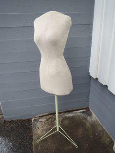 Vanha torso/mallinukke, 130 euroa.