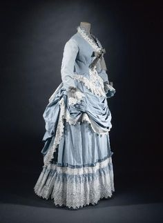This one is for Deb and everyone else who loves an Early Bustle Era summer dress. I've been meaning to post this all week, but things got a little crazy. Vintage Outfits, Vintage Gowns, Vintage Mode, 1870s Fashion, Edwardian Fashion, Vintage Fashion, Steampunk Fashion, Gothic Fashion, Victorian Gown