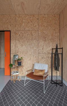 Ply and OSB walls in the Mil Constructions office by Doherty Design Studio. Osb Plywood, Plywood Walls, Osb Board, Particle Board, Wall Boards, Ideas Cabaña, Plywood Design, Plywood Interior, Interior Architecture