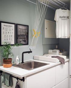 • God helg 🦦 • ••• • Throwback til da tørkestativet var tomt. Det skjer vel sånn ca 1 gang i halvåret 😆• • • • #karrocarryinspo #vaskerom… Laundry Room, Sink, Bathtub, Bathroom, Home Decor, Sink Tops, Standing Bath, Washroom, Vessel Sink
