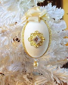 Victorian Style Holiday Christmas Handcrafted Ornament with Crystals & Pearls Victorian Christmas Ornaments, Christmas Ornament Crafts, Christmas Balls, Holiday Ornaments, Beaded Ornament Covers, Beaded Ornaments, Egg Crafts, Easter Crafts, Egg Art