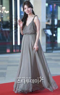 Evening Dresses, Formal Dresses, Bae Suzy, Korean Star, Korean Actresses, Asian Woman, Red Carpet, Singer, Actors