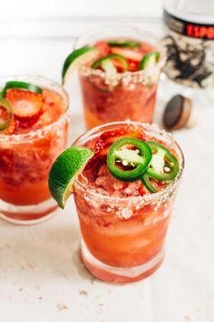 This strawberry jalapeno margarita will spice up your next Cinco de Mayo celebration! Jalapeno Margarita, Margarita Recipes, Cocktail Recipes, Cocktail Drinks, Alcoholic Drinks, Drink Recipes, Pinapple Margarita, Blueberry Margarita, Margarita Party