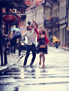 Love & Romantic things ❤ Cute HD Love and Romance Pictures Of Couples In Rain Rain Dance, Dancing In The Rain, People Dancing, Romantic Couples, Cute Couples, Romantic Gifts, Happy Couples, Romantic Things, Young Couples