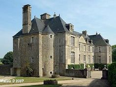 HIstoric XVII century castle in Normandy next to the seaVacation Rental in Fontenay sur Mer