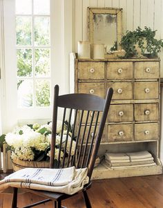Oh I am madly in love with that dresser/cupboard/whatever you call it. Vintage Decor - Nancy's California Farmhouse Decorating / Home Interior Design on we heart it / visual bookmark Farmhouse Chic, Country Farmhouse, Country Decor, Vintage Farmhouse, Country Living, Country Style, French Country, Primitive Country, French Chic