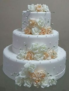 3 Things You Should Know About Wedding Cake Toppers Amazing Wedding Cakes, White Wedding Cakes, Elegant Wedding Cakes, Wedding Cake Designs, Wedding Cake Toppers, Gorgeous Cakes, Pretty Cakes, Bolo Fake Eva, Fake Cake