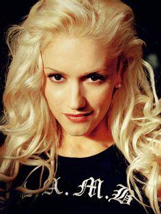 Gwen Stefani's beachie hair look! luv it Gwen!!! <3