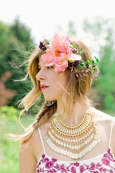Party Idea: Floral Crown Bar - Style Me Pretty Living Beach Wedding Flowers, Floral Wedding, Crown Hairstyles, Wedding Hairstyles, Hair Wreaths, Bridal Portraits, Hair Pieces, Her Hair, Bridal Hair